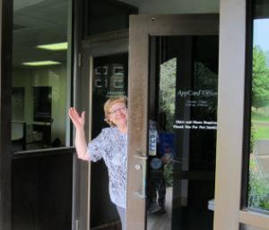 AppCard office employee waving.